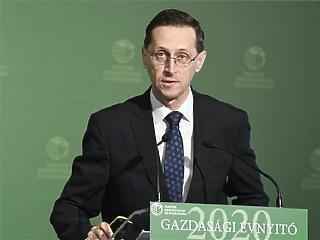Varga Mihály a hatósági árak bevezetéséről beszélt