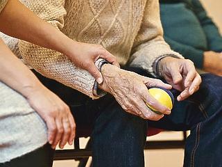 Örülhetnek a nyugdíjasok: rengeteg pluszpénz juthat nekik