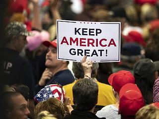 Megint Trumpot akarják: a hírszerzés szerint már dübörög az orosz gépezet