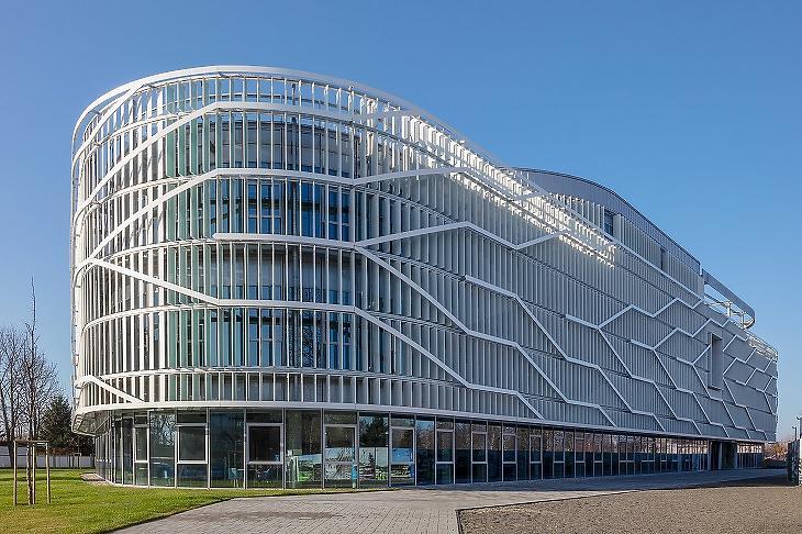 A kecskeméti Neumann János Egyetem campusának 2019-ben átadott oktatási épülete
