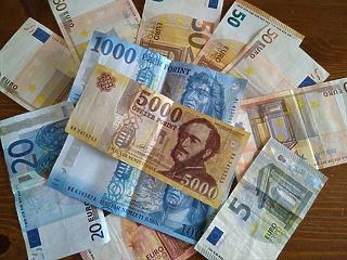 Parlament előtt a javaslat: adómentes is lehetne a minimálbér júliustól