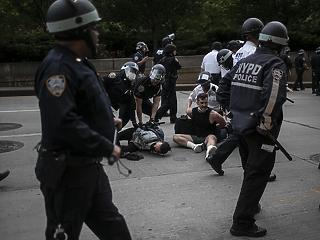 Az amerikai baloldal öngyilkos kampánya a rendőrség ellen