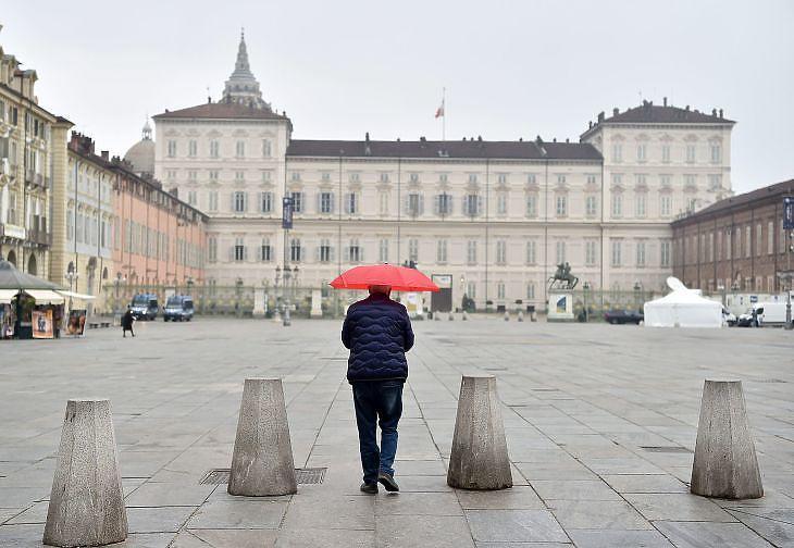 Torino belvárosa, 2020. március 22. EPA/ALESSANDRO DI MARCO