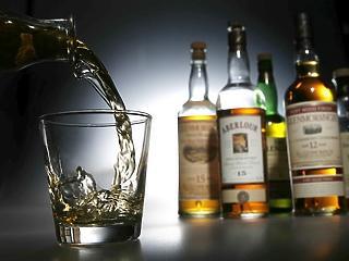 Melyik család iszik ennyit? Rengeteg alkohollal indította a hetet a NAV