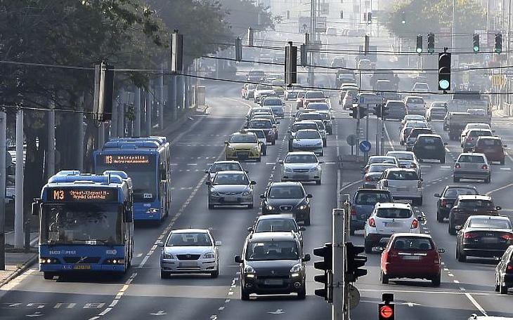 Öreg buszokat kénytelen venni a BKV metrópótlásra, mert a kormány mégsem ad pénzt újakra