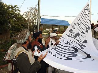 A tálibok villámháborújának vége, levonták az amerikai zászlót az USA kabuli nagykövetségéről