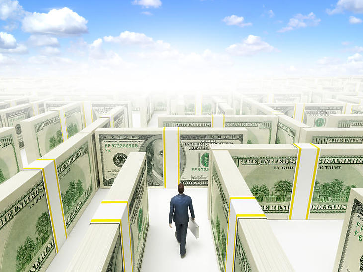 Pénz most számolatlanul van, de segít-e kijutni a mostani válságból? (Illusztráció, forrás: Depositphotos)