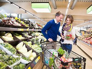 Aldi, Spar, Auchan – hol, mennyivel nőttek a fizetések?