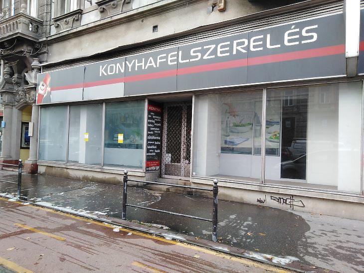 Hónapok óta lakat van sok üzleten a pesti belvárosban (fotó: Mester Nándor)