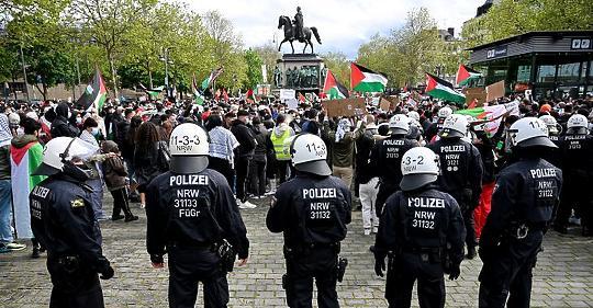 Ledöbbent Berlin és Párizs: vad Izrael-ellenes tüntetések mindkét országban