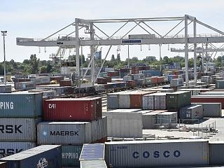 238 millió euróval csökkent a külkereskedelmi mérlegtöbblet áprilisban