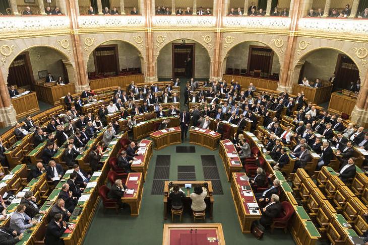 Kisöpörtek Orbánék – rengeteg fejcsere lett a kormányban