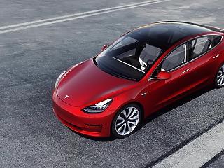 Szakad a Tesla, de más papírokkal is nagyot lehetett égni