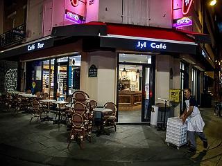 Ott tartunk, ahol tavasszal? Párizsban bezárják a bárokat