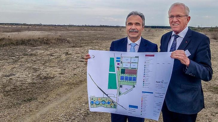 Nagy István agrárminiszter és Hubert Schulte-Kemper, a FAKT AG elnök-vezérigazgatója a tervek bemutatásakor (Forrás: kormany.hu)