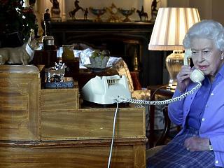 A nap képe:  a brit királynő születésnapját is beárnyékolta a vírus