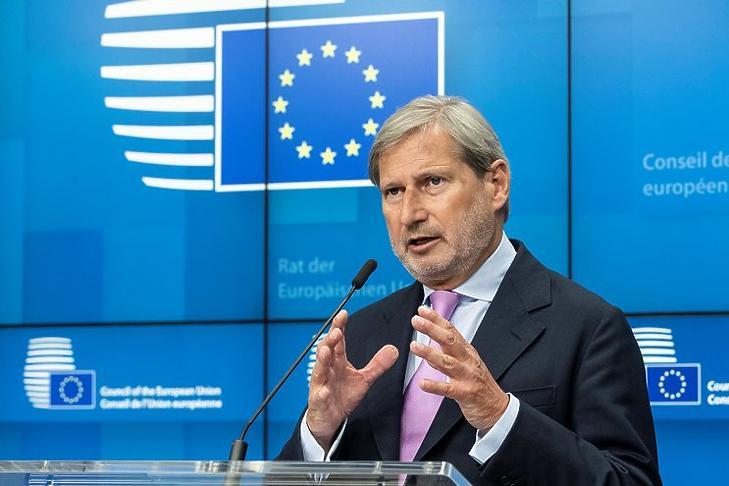 Johannes Hahn: ha nem engedtek, nektek is rossz lesz. (Korábbi felvétel, Európai Tanács)