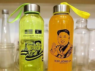 A nap képe: együtt üvegezik Trump és Kim Dzsong Un