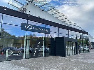 Lexus Pest néven nyitotta meg új márkakereskedését a Schiller Autó Család