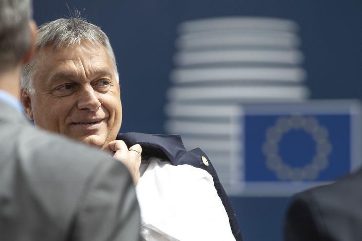 Herr Weber! Nem vagyunk balfácánok! - írta Orbán Viktor a Néppárti vezetőnek