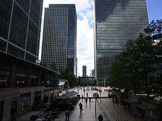 Történelmi mélypont: padlót fogott a brit gazdaság a vírusválság miatt