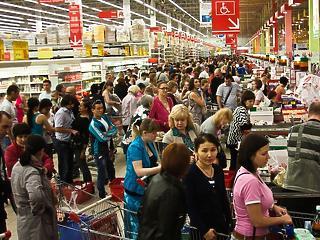 Baljós folyamatok a magyar boltokban: dühöngeni fognak a vásárlók