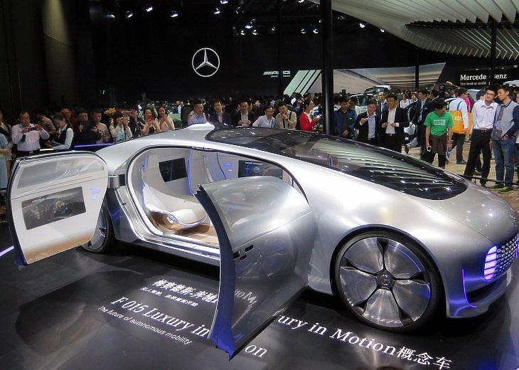 Fotó: Daimler-koncepcióautó egy kínai autókiállításon. Inkább a kínaiak jönnek ide? (Pixabay.com)