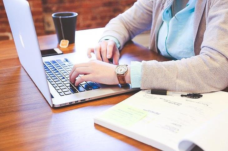 Ingyenes internetet biztosít az Orbán-kormány a digitális oktatásban résztvevőknek