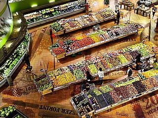 Hiába a magasabb bér, egyre kevesebb élelmiszerre futja a magyaroknak