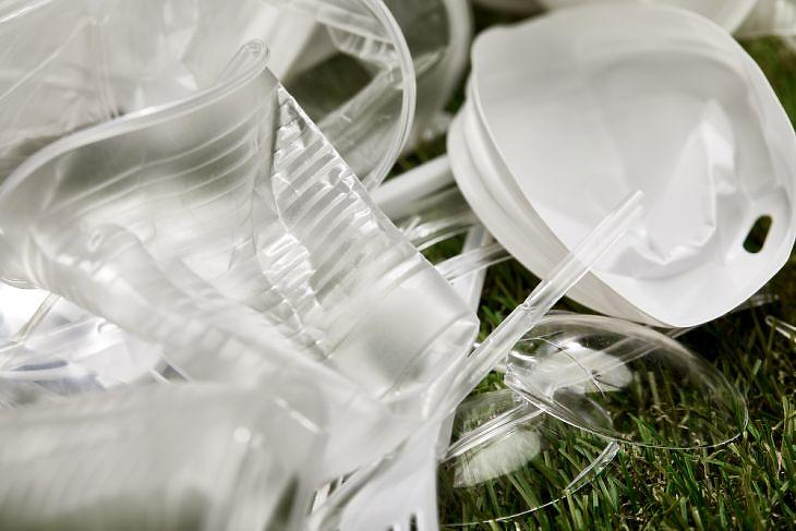 Váratlanul visszavonta a kormány a műanyagok betiltásáról szóló javaslatot