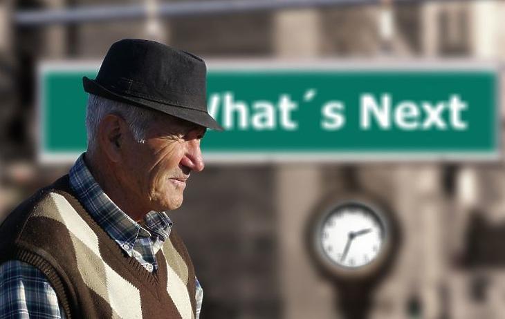 Idős nyugdíjas. Nem szabad időzavarban dönteni. (Fotó: Pixabay.com)