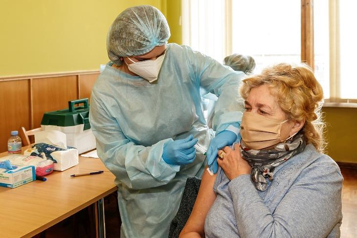 Ukrajnának végre sikerült vakcinát szereznie a Pfizertől