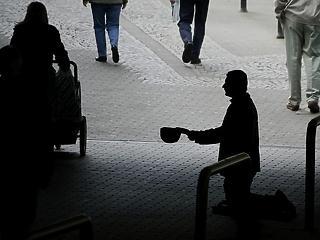 A munkásstrichtől a hajléktalanságig - kizsákmányolják a kelet-európai munkaerőt