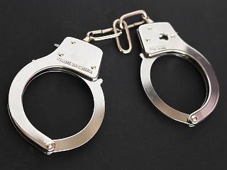 Bilincsbe verve vitték el a holland csalót a rendőrök Ferihegyről