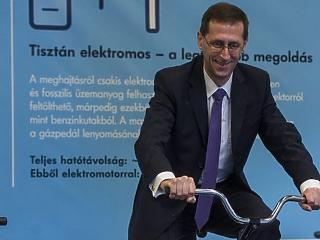 Varga Mihály szerint lassul, de nem fullad ki a magyar gazdaság
