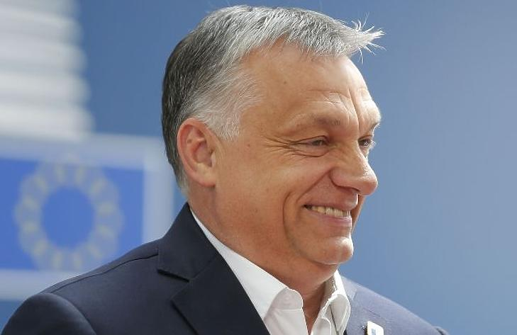 Orbán Viktor is szeret nevetni Fotó: MTI