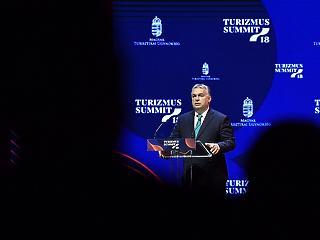 Padlóról felálló szektor segíti Orbán Viktor ígéretét