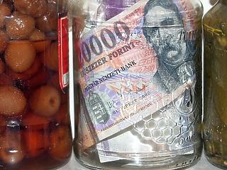 Nagy fordulat: végre elkezdtek leszokni a magyarok a készpénzről?