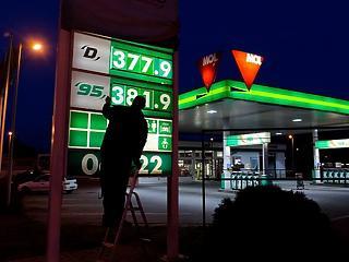 Már csak egy köpésre van a 400 forintos benzin és dízel