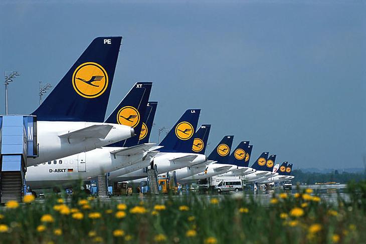 Nagy bejelentés a Lufthansától: jóval kevesebb járatot indítanak a vírus miatt