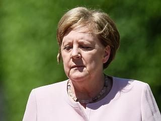 A nap képe: így remegett egy percig Angela Merkel