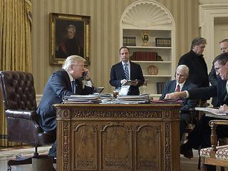 A mellbimbótól a telefonmániáig - összeszedték Trump legnagyobb baklövéseit