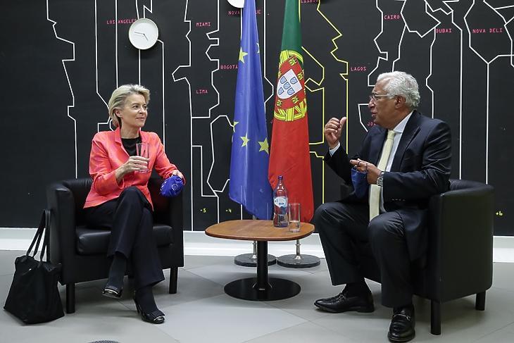 Portugália már örülhet. Ursula von der Leyen, az Európai Bizottság elnöke  és Antonio Costa portugál miniszterelnök Lisszabonban 2021. június 16-án. EPA/TIAGO PETINGA