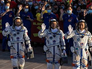 Meg is érkeztek az űrállomásra a kínai asztronauták
