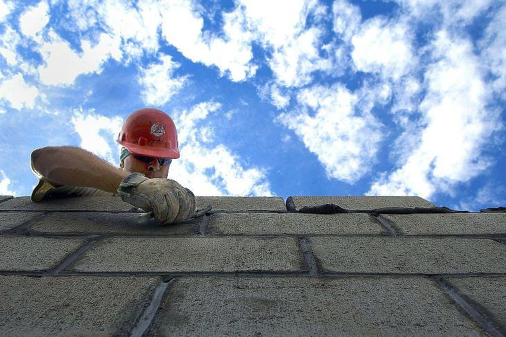 Az építési helyszineken is mind több digitális eszközt kellene használni (forrás: pixabay.com)