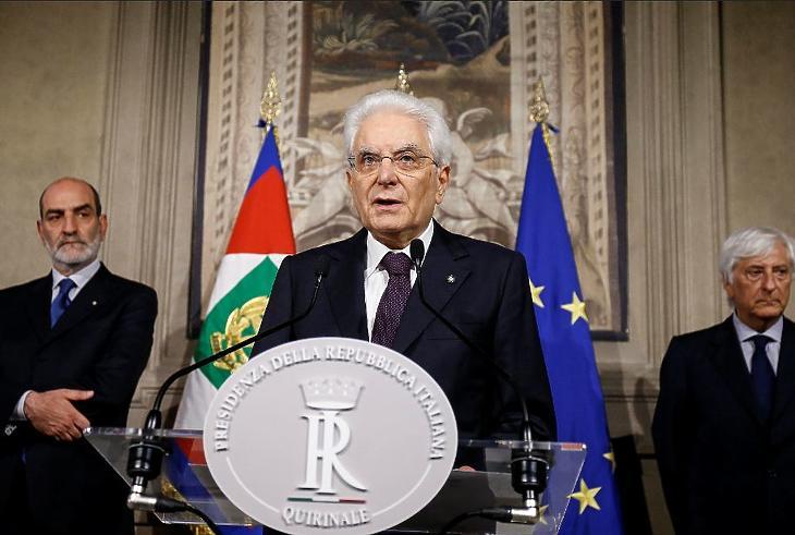 A hatalom nélküli elnök menti meg Olaszországot
