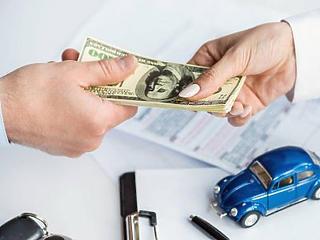 Féktelen buli vagy felkészülés a legrosszabbra? Miért viszik el a pénzt az autógyártók?