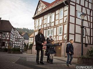 Még mindig több bevándorló érkezik Németországba, mint ahányan hazamennek