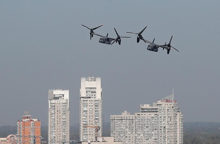 Az amerikai légierő V–22 Osprey billenőrotoros katonai konvertiplánjai a Rapid - Trident 2020 elnevezésű nemzetközi hadgyakorlaton Kijevben 2020. szeptember 23-án. Illusztráció (Fotó: MTI/EPA/Szerhij Dolzsenko)
