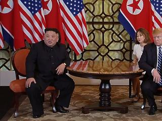 A nap képe: fogsort villantott Kim Dzsong Un, Trump bazsalygott